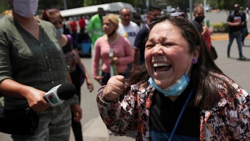 بالصور: صدمة بسبب تحطم مترو في العاصمة المكسيكية